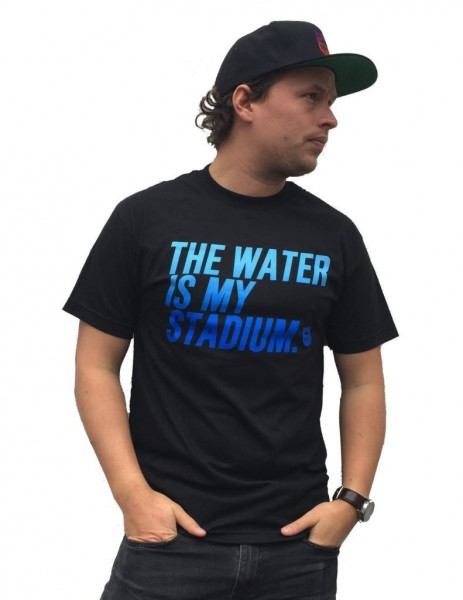 "Bass Brigade T-Shirt ""The Water Is My Stadium"" Farbverlauf"